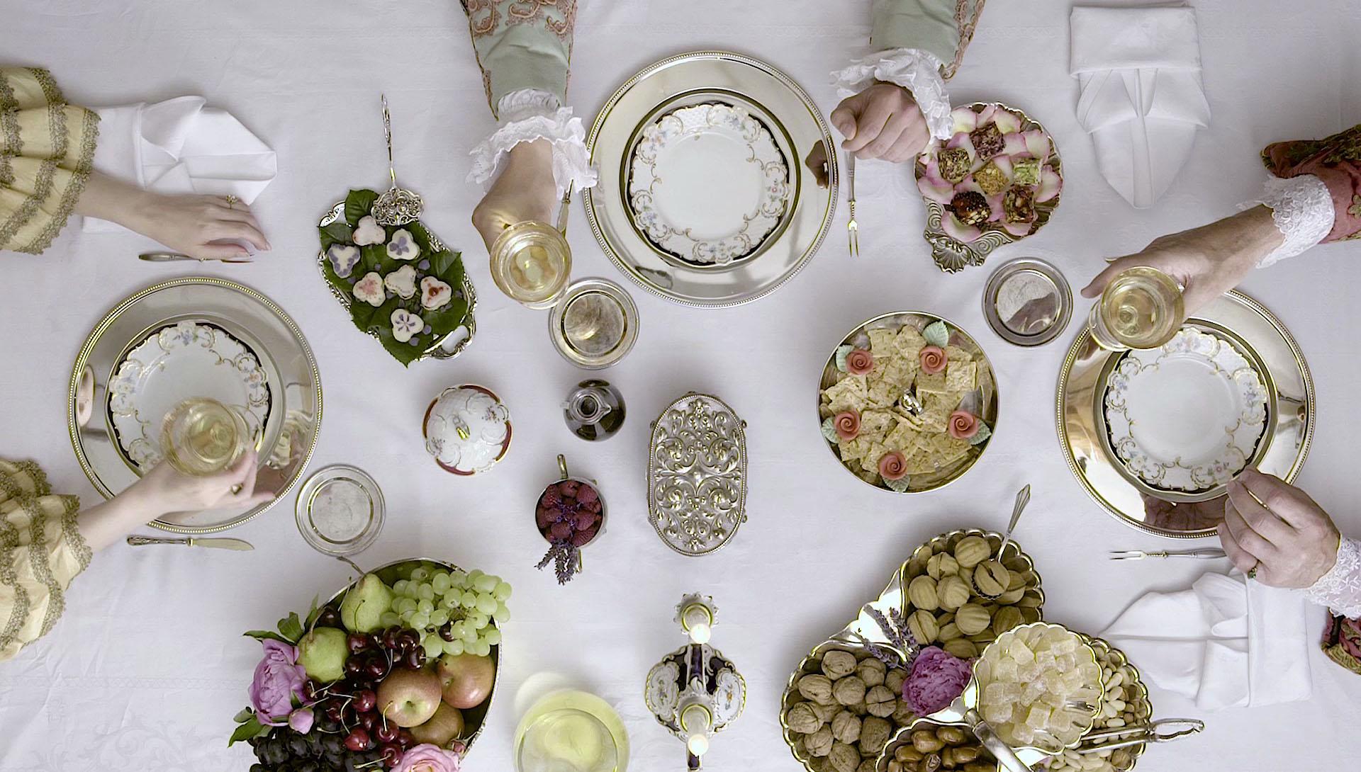 vineum bodensee Trinkkulturen Projection - Topshot gedeckter Tisch