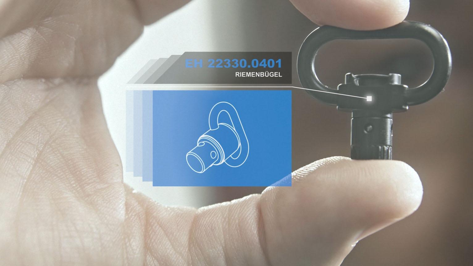 Aus dem Halder Inside Imagefilm - Halder-Produkt zwischen Daumen und Zeigefinger