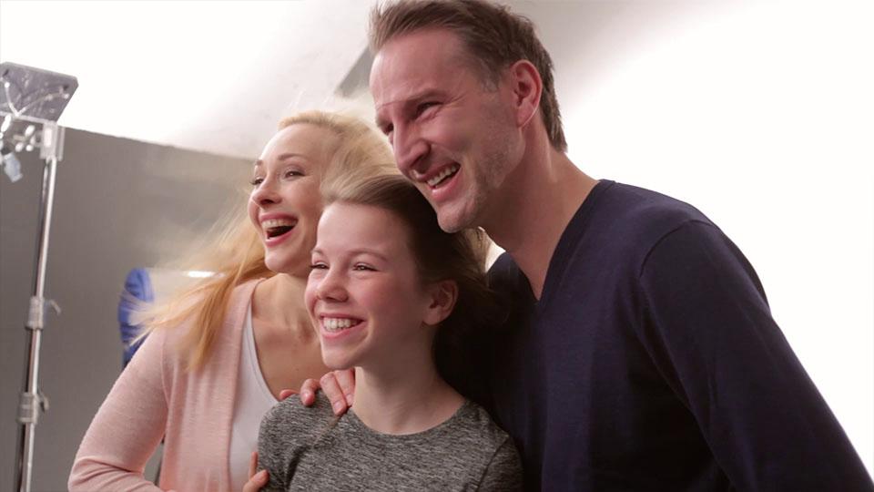 Making of vom Badenova volle Ladung Werbespot -Frau, Mädchen, Mann nebeneinander