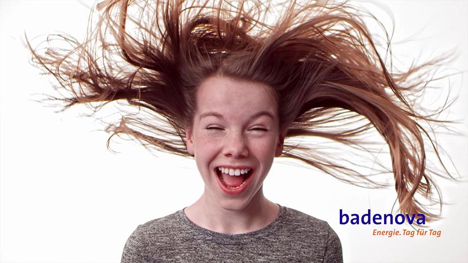 Aus dem Badenova volle Ladung Werbespot - Mädchen mit Wind im Gesicht