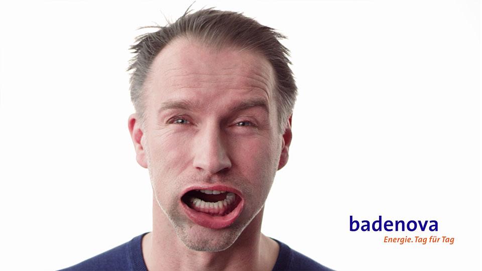 Aus dem Badenova volle Ladung Werbespot -Mann mit Wind im Gesicht